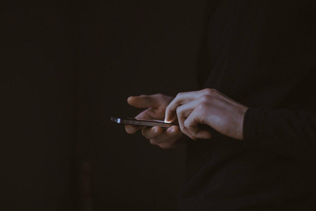 quero saber o nome da pessoa pelo numero do celular