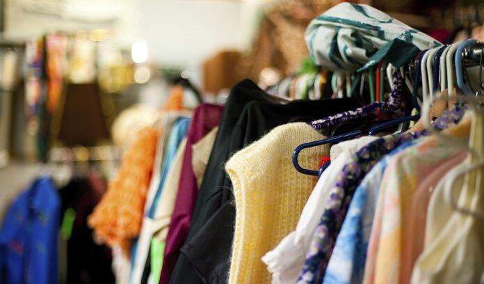 sonhar comprando roupas